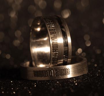 A gyűrű belsejébe egy csepp vért lehet elrejteni